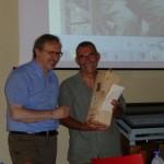 Mario Finotti premia Gianni Salvatore Pino